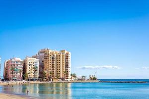 Spanien 2017 - Torrevieja Küste mit Touristen foto