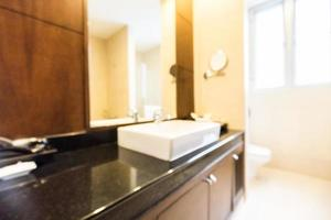 abstrakter defokussierter Badezimmer- und Toilettenhintergrund