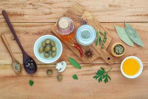 Draufsicht auf frische Kochzutaten foto