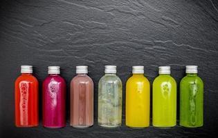 Smoothies in Flaschen foto