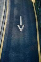 Pfeil Verkehrszeichen Straßenschild in Bilbao Stadt, Spanien foto