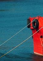 Schiff im Seehafen foto