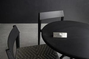 schwarzer Cafe Tisch und Stühle foto