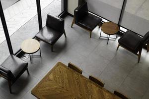 Innenraum eines kleinen Cafés foto