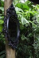 dekorativer schwarzer Spiegel außen foto