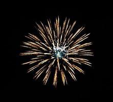 Feuerwerk auf schwarzem Hintergrund foto