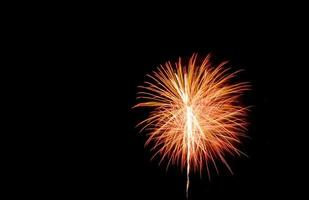 rotes Feuerwerk am Himmel foto
