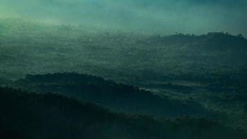 Berge in der Abenddämmerung foto