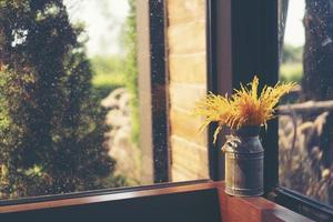 trockene Blumen in einer Vase foto