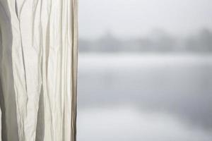 Vorhang mit einem See im Hintergrund foto