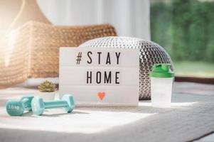 Selbstisolation und bleiben zu Hause während covid-19 foto