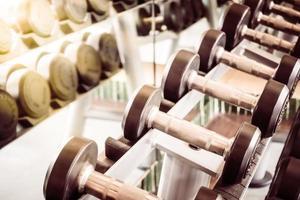 Hantelausrüstung im Fitnessstudio