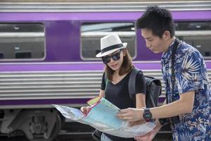 Touristen am Bahnhof foto