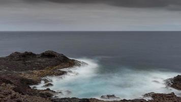 Atlantische Wellen auf den Kanarischen Inseln foto