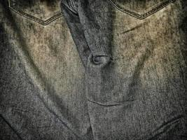 Patch aus blauem und grauem Jeansstoff für Hintergrund oder Textur foto