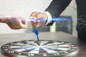 Nahaufnahme-Business-Puzzle zur Hand von Geschäftsleuten, Verbindungs- und Unterstützungskonzept foto