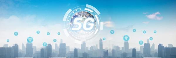 5g und Technologie globales Netzwerk über Stadt, digitales Konzept foto