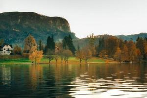 See blutete in den alpinen Bergen foto