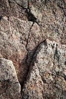 Gratinate Rock mit einem Riss foto