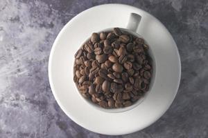 frisch geröstete Kaffeebohnen foto