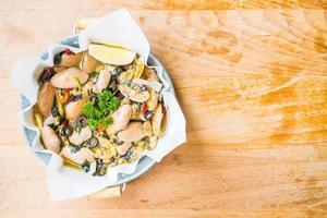 Gebratene Muscheln mit Weißwein foto
