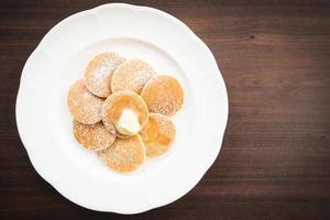 Pfannkuchen mit Butter oben drauf foto