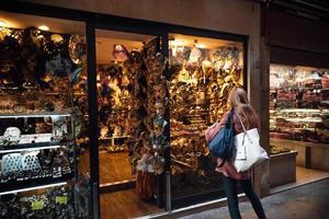 Venedig, Italien 2017 - venezianisches Schaufenster mit Masken