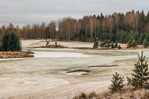Winterblick von einem Golfplatz in Schweden