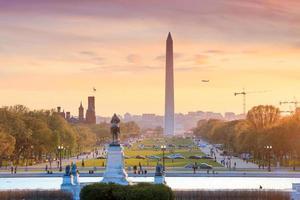 Washington DC Stadtansicht bei einem orangefarbenen Sonnenuntergang, einschließlich Washington