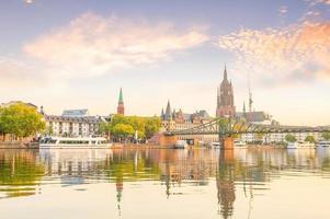 Blick auf die Skyline der Stadt Frankfurt, Deutschland