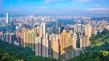Skyline der Stadt Hongkong mit Blick auf den Hafen von Victoria foto