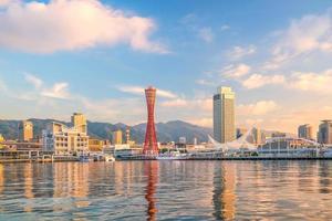 Skyline und Hafen von Kobe in Japan