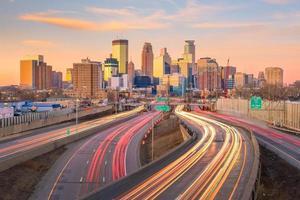Skyline der Innenstadt von Minneapolis in Minnesota, USA