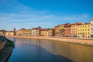 Skyline der Stadt Pisa und Fluss Arno