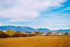Slowenien 2017- Dorf in den Bergen der Alpen in Slowenien foto