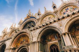 2017 Venedig, Italien - Touristenrouten der alten Venedigstraßen Italiens foto