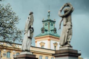 Warschau, Polen 2017 - alter antiker Palast in Warschau Wilanow, mit Parkarchitektur foto