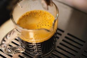 Nahaufnahme und Makro-Crema-Kaffee erschossen foto