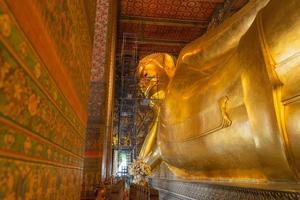 Wat Pho goldene große Buddha-Statue im Bau foto