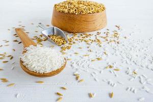Bio- und weißer Reis foto