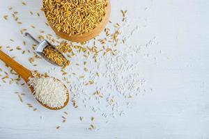 roher und weißer Reis foto