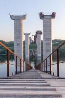 Brückenstraßenkreuzung beim Brückenbau foto