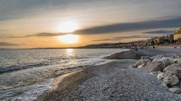 Sonnenuntergang auf der Engelsbucht in schönem Frankreich foto
