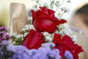 roter Rosenstrauß am Abschlusstag foto