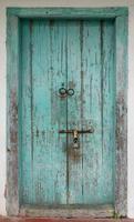 antike rustikale alte Holztür foto