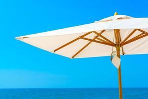 Regenschirm am Meer foto