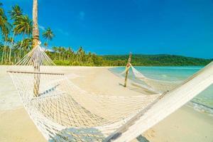 Hängematte am tropischen Strand foto