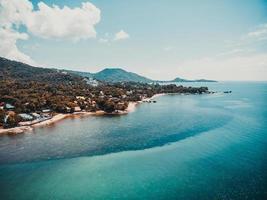 schöne Luftaufnahme von Strand und Meer auf Koh Samui Island, Thailand