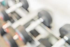 unscharfe Hanteln im Fitnessstudio, Hintergrund