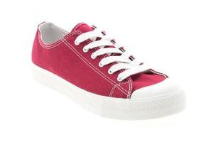 roter Schuh auf weißem Hintergrund